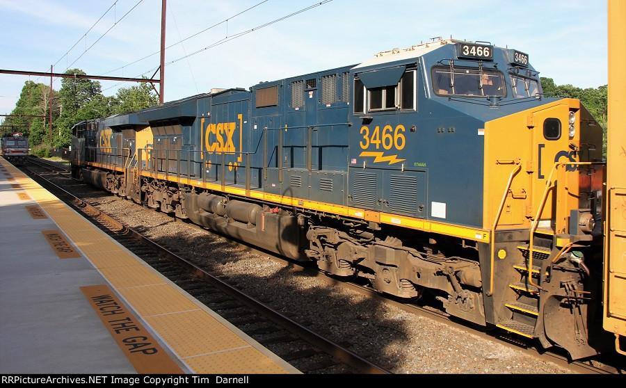 CSX 3466 on Q410